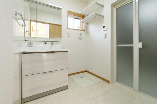 制振性と気密性を高めた二世帯住宅